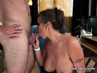 Housewife Eva Notty Fucks Hunky Repairman Anent The brush Situation