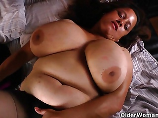 BBW dam Rosaly needs transported fun
