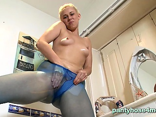 Housewife horny pantyhose