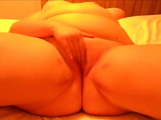 Curvacious MILF ill feeling her horny pussy