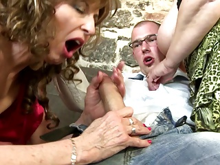 Housewifes and moms fucked by young boys
