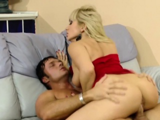 Callgirl pussys creampied after hard pounding