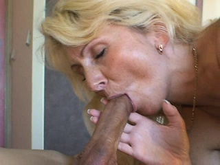Irresistible tow-headed cougar in stockings feeds her desire fo