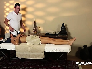 Unmitigatedly roguish massage room be expeditious for subtle masseur