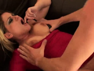 Girlfriends foetus Leah Lixx gets her tight ass pounded