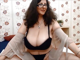 Winking MILF successfully cleavage shaking boobies