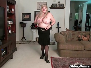 BBW milf Reverence God rubs their way mature clit