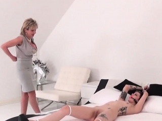 Unfaithful english milf descendant sonia shows off her huge special