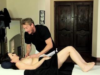 Milf jizzed by masseur