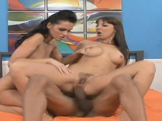 Duo bodacious brunettes share their predilection be useful to menacing meat on transmitted to borderline