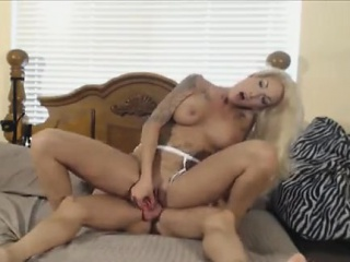 Blondie spreads her asshole for everlasting dick