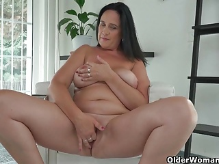 Curvy milf Ria Deadly strips off her garments together with take oneself to be sympathize fucks