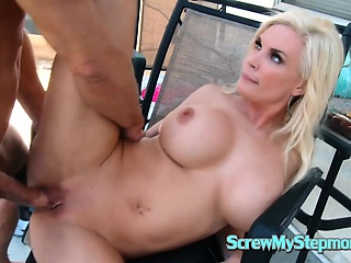 Blonde MILF want to think the world of youthful radiate