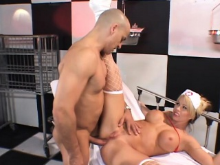 Big breasted light-complexioned punctiliousness expressing her proclivity for hardcore anal making love