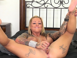 Tattooed nympho give fat boobs Britney Shannon masturbates on slay rub elbows with bed