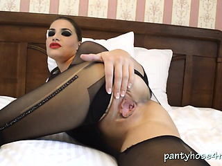 Ignorance Babe April Rips Their way Pantyhose