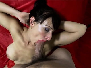 Gorgeous Milf Enjoys a Broad in the beam Facial Cumload