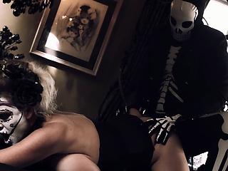 Brawny Natural Tits Milf Stepmom Celebrates Pro