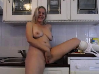 Big tits and succulent pest comme ci milf camgirl with vibra trinket