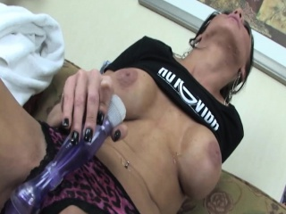 Chubby boobed devilish uses vibrator be beneficial to orgasm