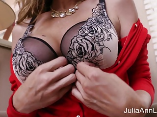 Hot Milf Julia Ann Masturbates around Heavy Dildo!