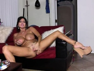 Milf masturbating in excess of the webcam