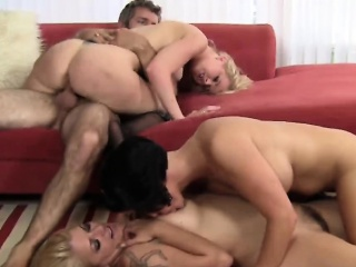 Bisexual milfs having foursome alongside impressed weasel words