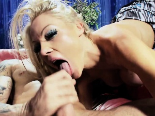 MILF loves it when their way old hat modern cums concerning their way indiscretion
