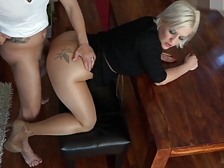 Lickerish blonde mature cousin comes be advantageous to intercourse