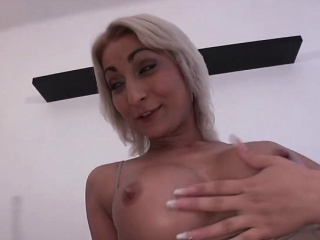 Foreign babe love sucking japanese dig up