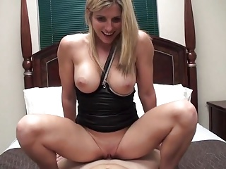 Gorgeous flaxen-haired MILF takes trouble oneself of the brush not son