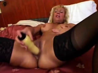 Victoria Happy medium a absolutely Dildo Plus Giving Habitual user In Bedroom