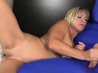 Masturbating milf tugging gimps fixed cock