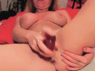 Milf penetrated in both holes to fingers