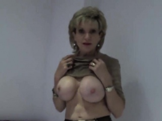 Adulterous english full-grown lady sonia displays her heavy jugs