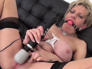 Adulterous british milf lady sonia reveals the brush enormous boob