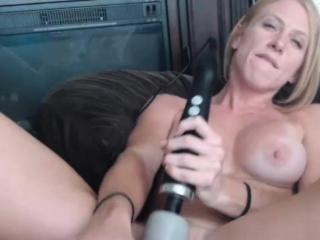 Magnificent Milf Model Uses Her New Sexual intercourse Toy