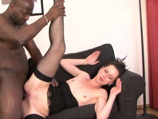Milf gets pussy smashed away from her Negro old hat modern she cums