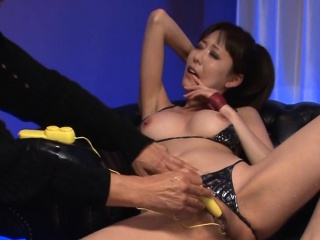 Doxy milf puts on a fake with a dildo and her obese pussy