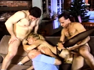 Flaxen-haired MILF Gets Traditional Like A Harlot To the fullest extent a finally Hubby Watches
