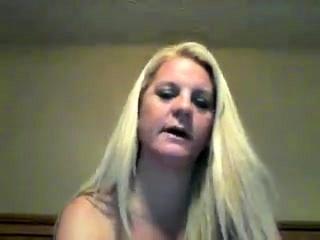 Blonde MILF arousing burlesque