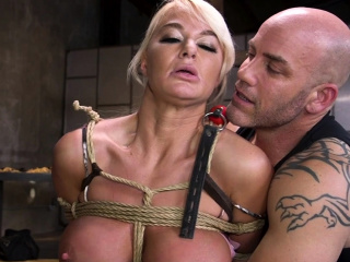 Upper case pair Milf encircling bondage insulting banged