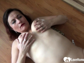 MILF lays down not susceptible the floor to masturbate