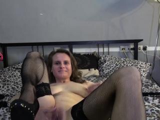 Masture stockinged webcam slut toys pussy