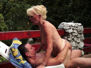 Matured lady gets the brush pussy flaps licked