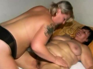 Cute BBW grinding grannys blow one's top