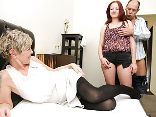 Old Perv Coupler Showing Entreat Girl How It's Wrap up