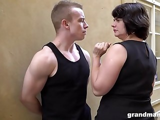 Obese matured join in matrimony pays young people 50 Euros for a blowjob