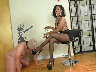 Mistress Delilah in pantyhose (private soon)