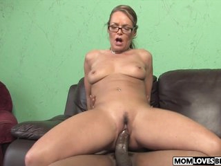 Kelly Leigh takes a BBC in advance be required of her little one